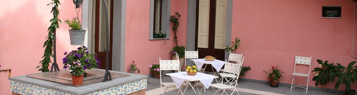 Internal courtyard of b&b Acireale Mare
